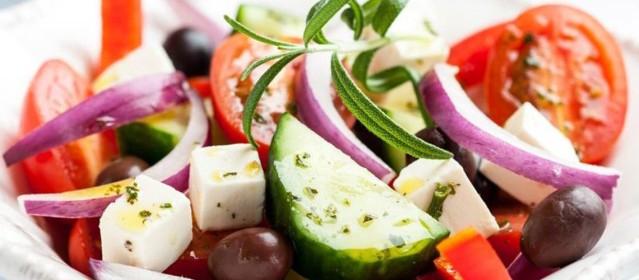 Salata-Choriatiki-1140x500
