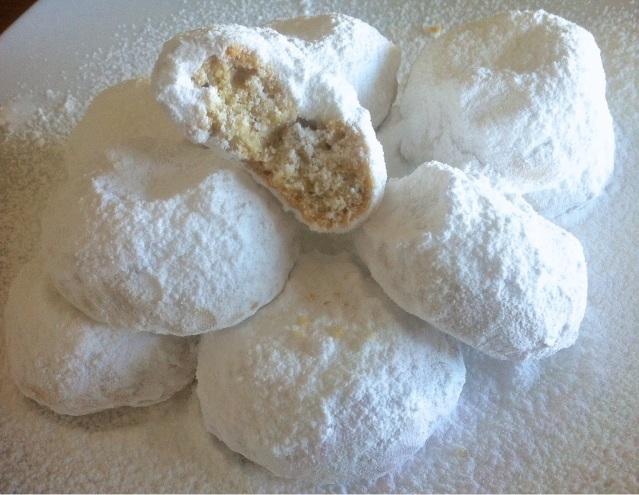 Easiest-Homemade-Kourabiedes-Christmas-Butter-Cookies-22